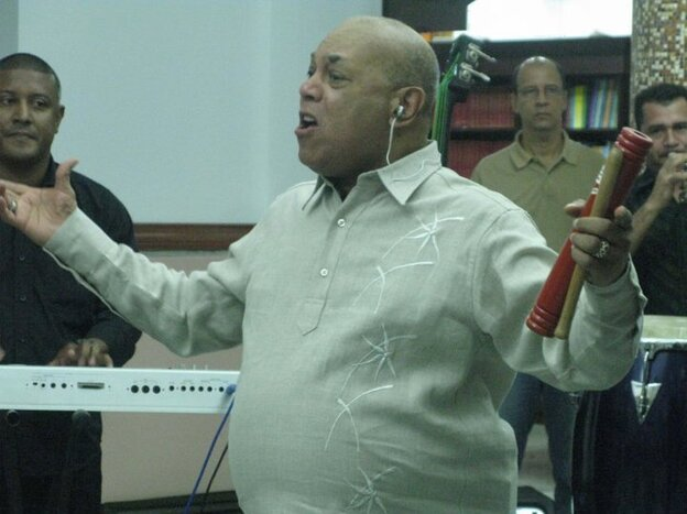 Joe Arroyo performing at Barranquilla's public library