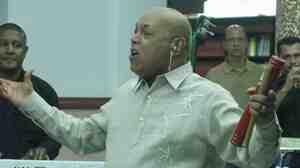 Joe Arroyo performing at Barranquilla's public library