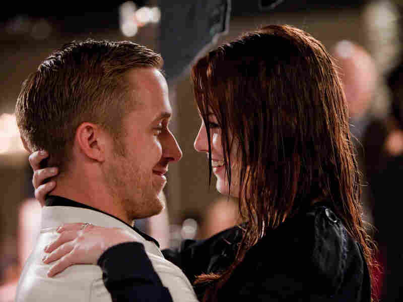 As a cross-generational counterpoint to Cal's shaken-up love life, his romance tutor Jacob (Ryan Gosling) thinks himself a seduction sensei until he meets seemingly unseduceable law student Hannah (Emma Stone).