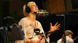 Ellie Goulding's Music 'Lights' Up U.K., U.S.