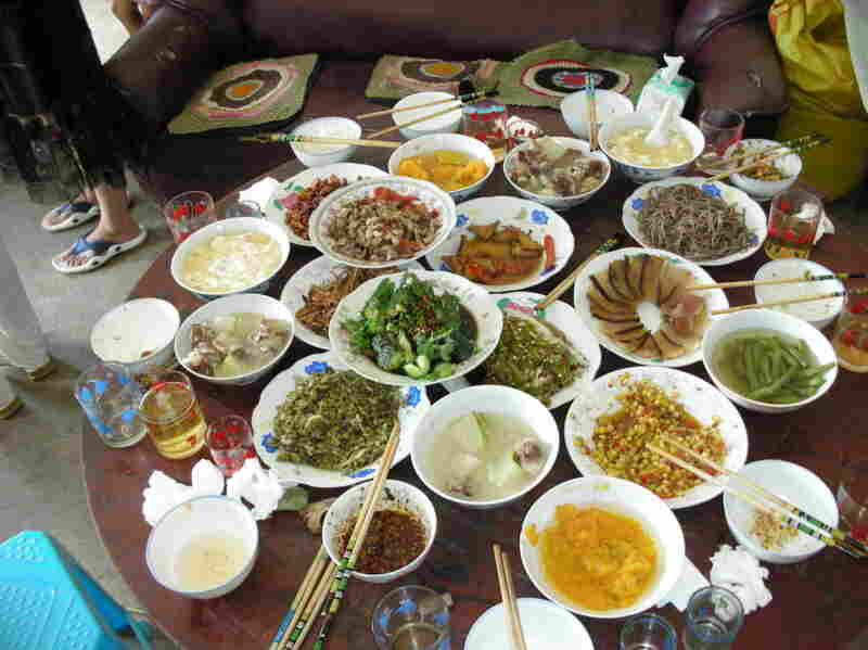 A banquet meal at a village in Guizhou.