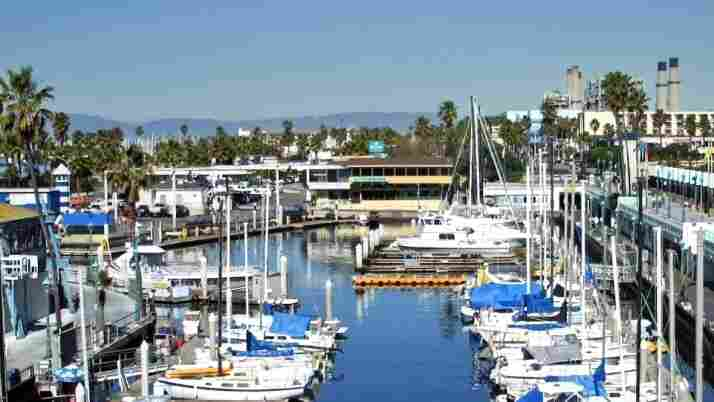 Redondo Beach: Unusual Leadership Dodges Red Ink