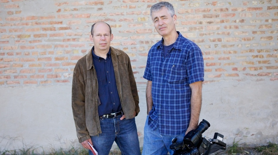 Alex Kotlowitz (left) is the author of There Are No Children Here, The Other Side of the River and Never a City So Real. Steve James is the director, producer and co-editor of Hoop Dreams. His other films include Stevie and At the Death House Door. (Kartemquin Films)
