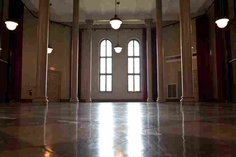 The Central Guard Room is one of the few areas of the Reformatory that have been completely restored; it is now rented out for parties, proms and even weddings. Shawshank fans may recognize it as the prison's dining hall.