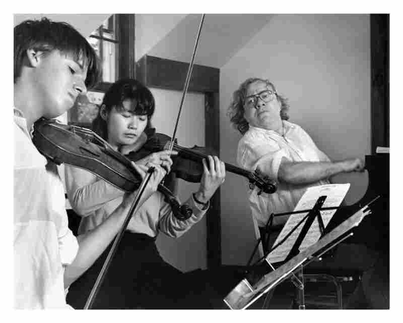 Joshua Bell (left) with Asako Urushihara and pianist Richard Goode in 1989.