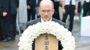 James Zumwalt, deputy chief of the U.S. embassy in Tokyo, offers a wreath of flowers at a ceremony marking the 66th anniversary of the bombing of Nagasaki.
