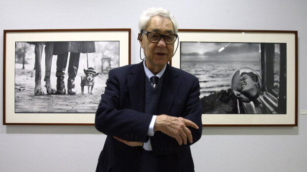 "Elliott Erwitt poses during the press visit of his exhibition ""Personal Best"" in Paris, 2010."