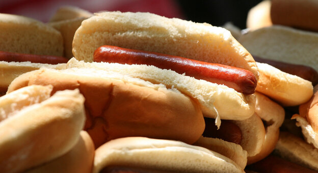 America's two largest hot dog makers, Oscar Mayer and Ball Park Franks, are fighting over ad campaigns and claims to be the best-tasting hot dog.