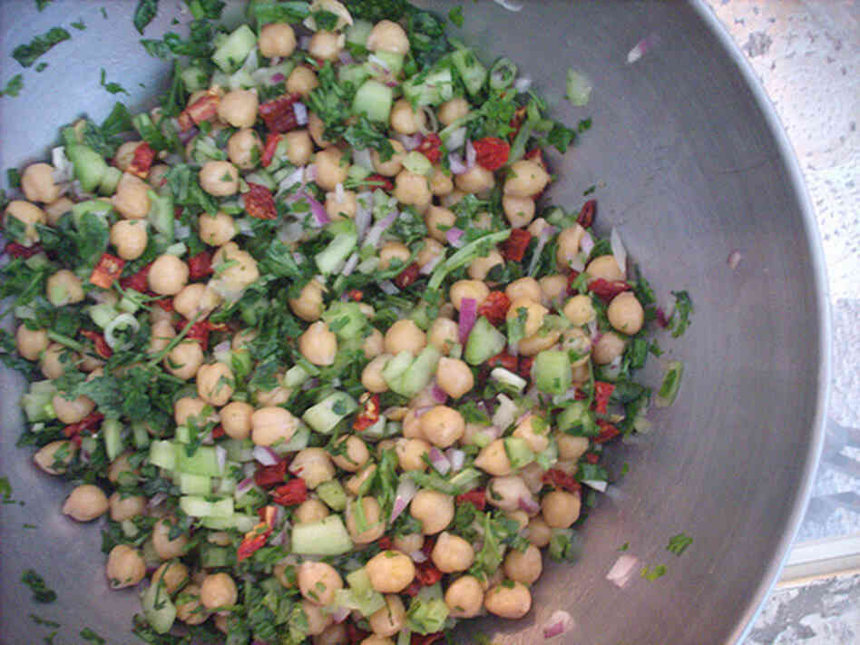 Chickpea & Sun-Dried Tomato Salad