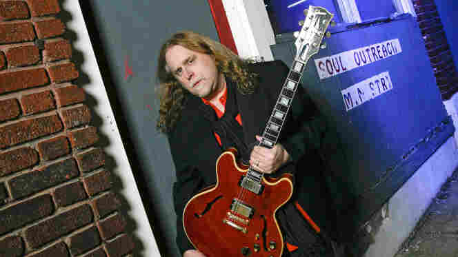 Guitarist Warren Haynes plays live on today's World Cafe.