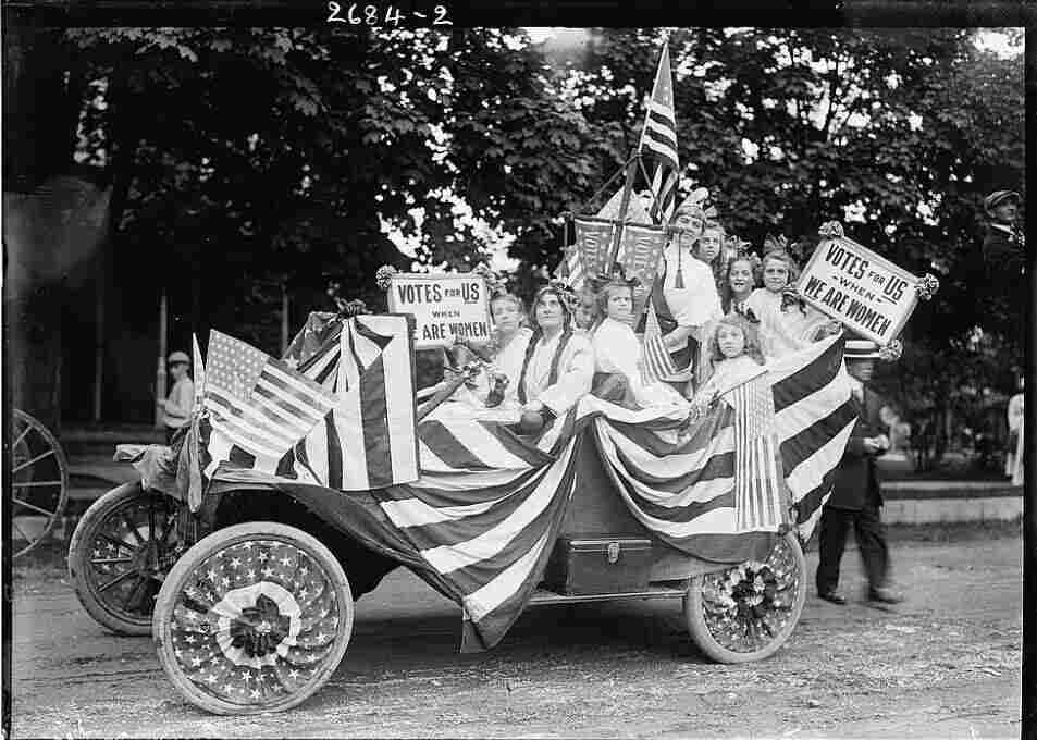 Suffragists in a parade, circa 1910-1915