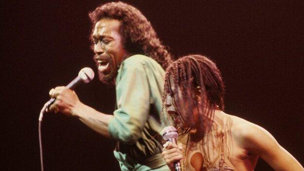 Nickolas Ashford and Valerie Simpson on stage in New York around 1978. (Redferns)