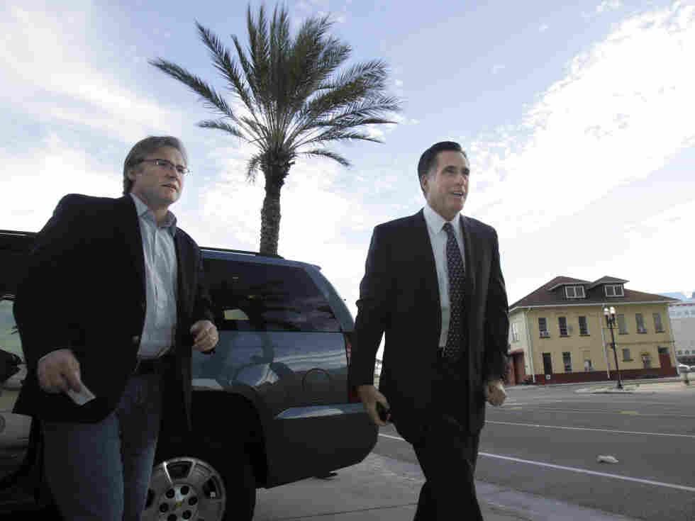 Republican adviser Eric Fehrnstrom in January 2008 with Mitt Romney in Jacksonville, FL.