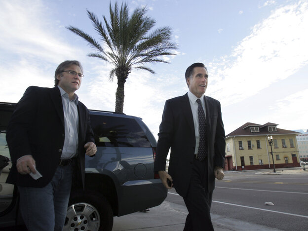 Republican adviser Eric Fehrnstrom in January 2008 with Mitt Romne