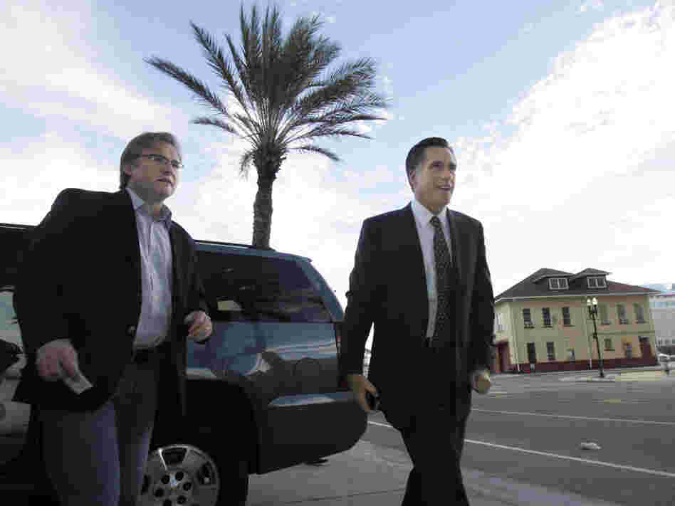 Republican adviser Eric Fehrnstrom in January 2008 with Mitt Romney in Jacksonville, FL.