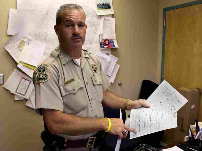 Sheriff Charlie Polson, who runs a bare-bones police force in Fayette, Mo., kept a handwritten list with the names of the people across several states who raised an alarm about Kevin Ray Asbury.