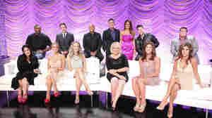 Back row: Ron Artest, David Arquette, J.R. Martinez, host Tom Bergeron, co-host Brooke Burke Charvet, Rob Kardashian, Chaz Bono. Front row: Ricki Lake, Krist