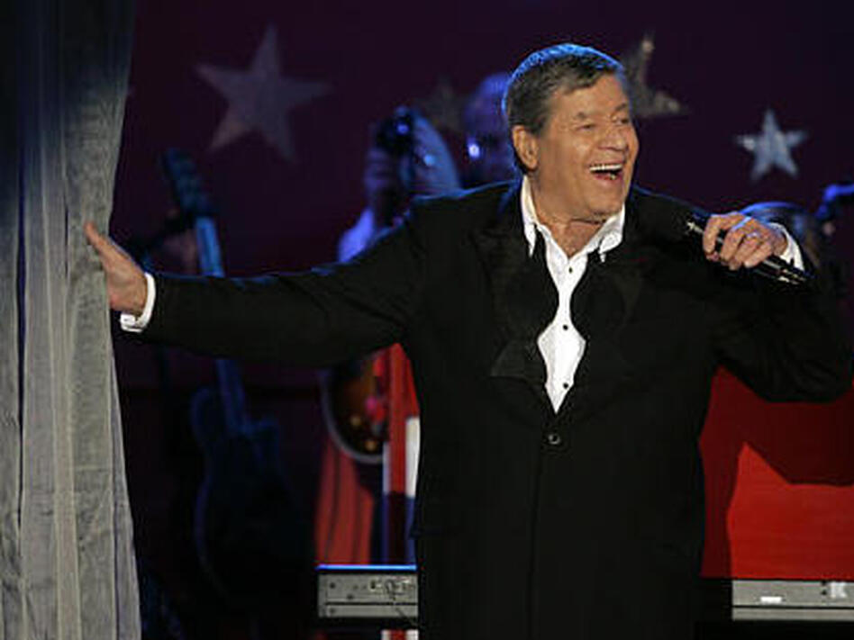 In happier times, Jerry Lewis performs during the MDA telethon on Labor Day in 2005. (Jae C. Hong/AP)