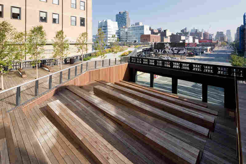 The High Line's 10th Avenue Square features amphitheater-like seating and views of 10th Avenue and the Statue of Liberty.
