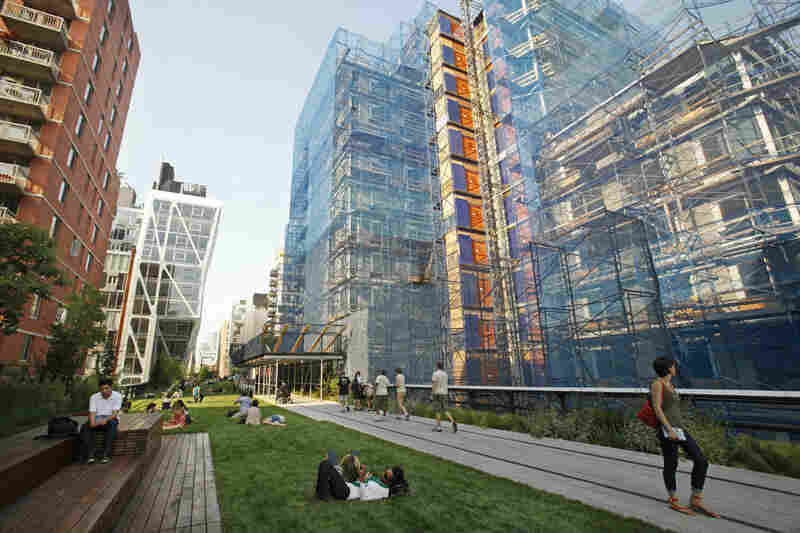 The High Line's only lawn lies in the park's second section, between 22nd and 23rd streets.