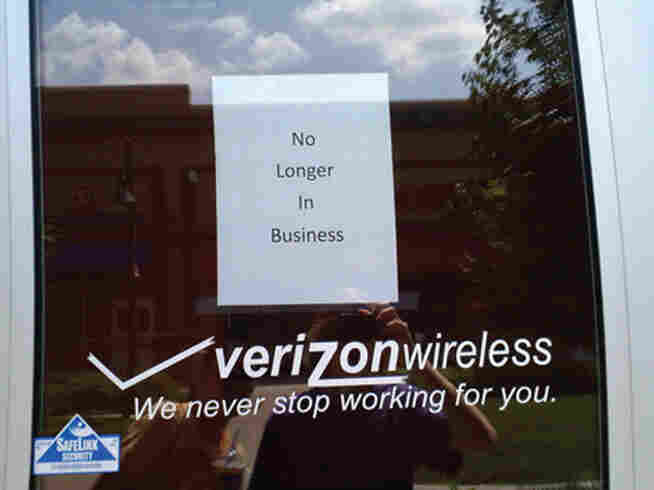 From the book Fail Harder: A sign on the door of a Verizon store contradicts the door itself.