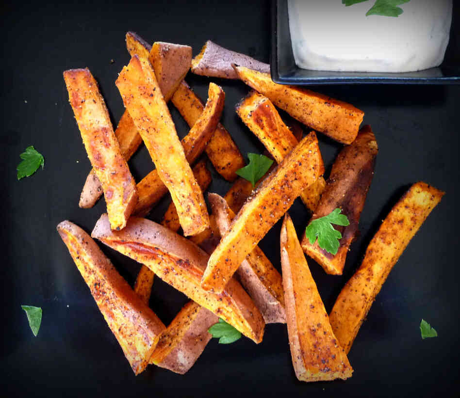 Spicy Sweet Potato Fries With Sriracha Dipping Sauce