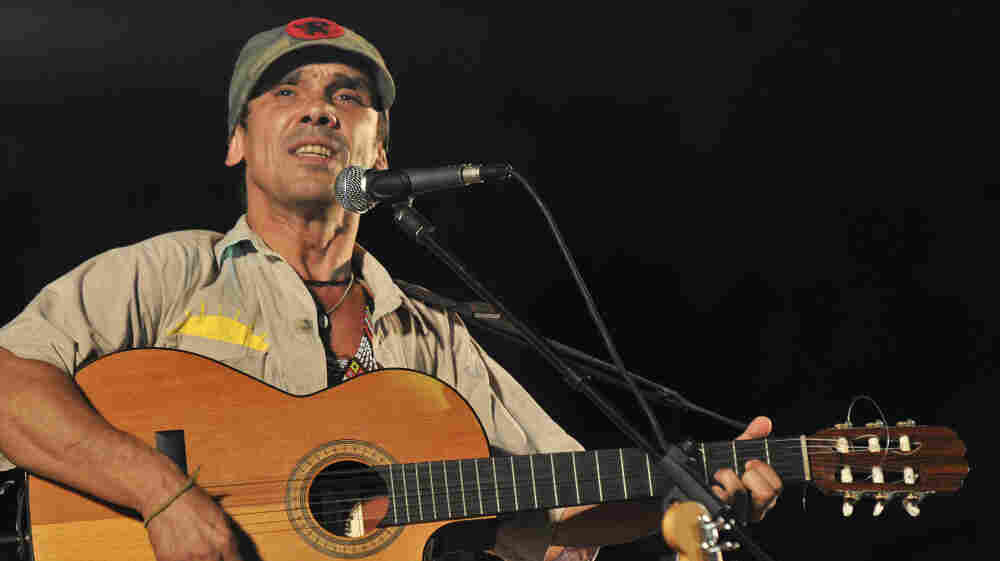 Manu Chao onstage in Cuba in 2009.