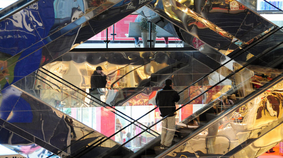 Shoppers ride the escalators at the Mall of America on February 1, 2009 in Bloomington, Minnesota. (Getty Images)