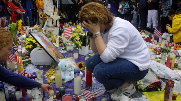 Toni Ann Costa mourns the victims of the World Trade Center disaster on Sept. 14, 2001. (Getty Images)