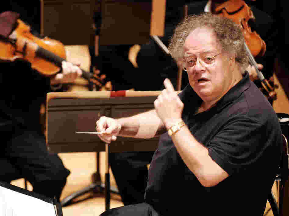 Conductor James Levine rehearses the Boston Symphony Orchestra in 2007.