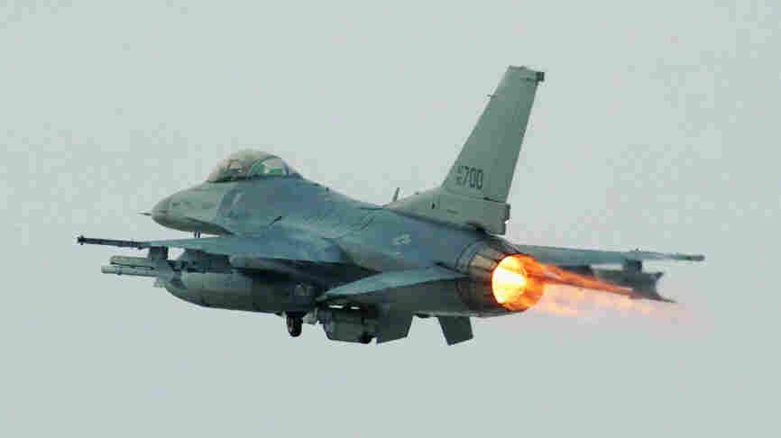An F-16 fighter jet.