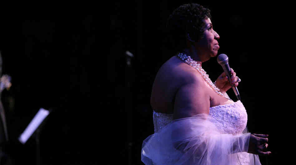 Aretha Franklin sings at the Thelonious Monk Institute of Jazz 25th Anniversary Gala.