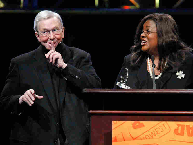 Ebert, with Chaz Ebert, accepts a career-achievement award at the theater-owners' convention ShoWest in 2009.