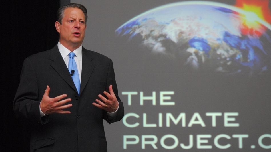 Former Vice President Al Gore trains a group of presenters for the 24 Hours of Reality project. The online program will stream live online from 24 locations worldwide. (Courtesy of the Climate Reality Project)