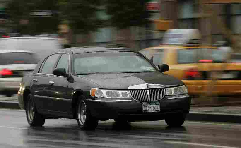 The body-on-frame construction means that a Town Car can easily be lengthened to become a longer limousine. Town Cars like this one, making its way through traffic in New York, are one of the most popular vehicles for chauffer services.