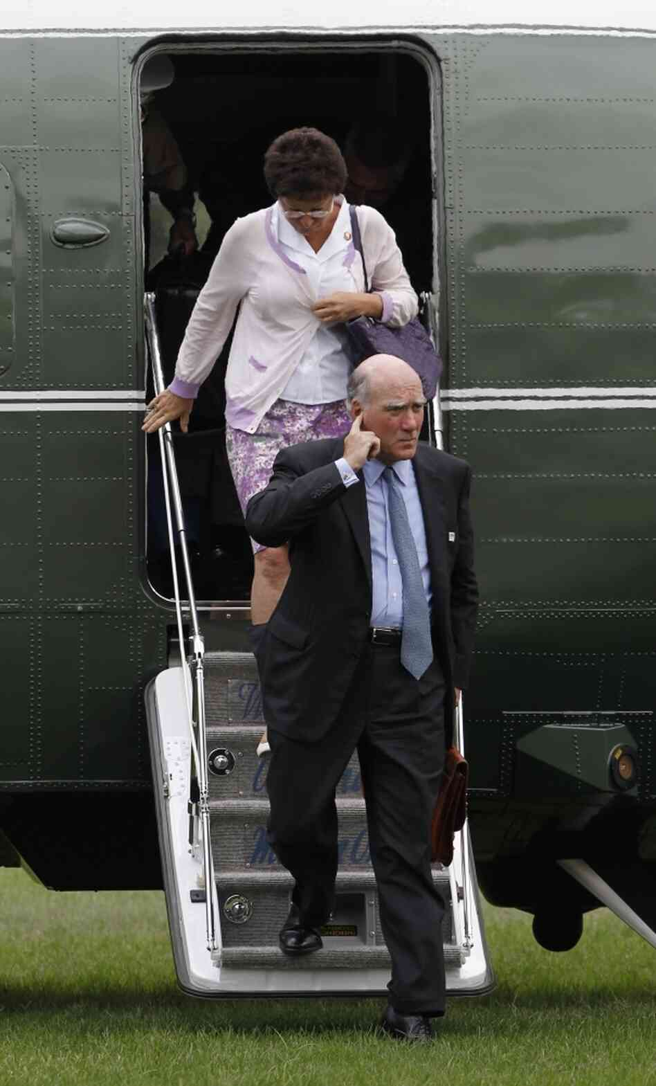 White House seniors aides Bill Daley and Valerie Jarrett exit Marine One, Sept. 5, 2011.