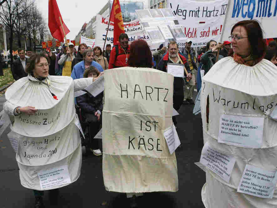 Marchers demonstrate against the German labor reforms, known as Hartz IV. (November 5, 2005)
