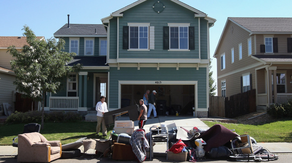 An eviction team removes furniture during a home foreclosure in Longmont, Colorado. (Getty Images)
