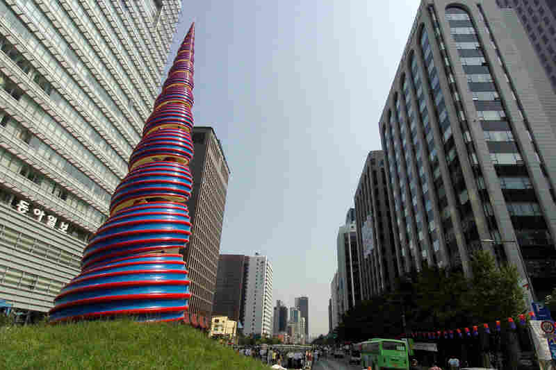 An imposing 66-foot statue designed by Oldenburg and van Bruggen stands at the head of the Cheonggye Stream, which runs through downtown Seoul, South Korea.