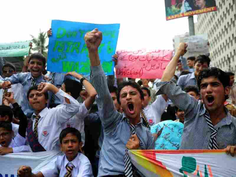 Pakistani students shout anti-US slogans during a protest to  condemn U.S. threats in Karachi on Sept. 28, 2011. The United States  stepped up pressure on the Pakistani government, saying it must clamp  down on the Haqqani network blamed for the attack on the US embassy in  Kabul.
