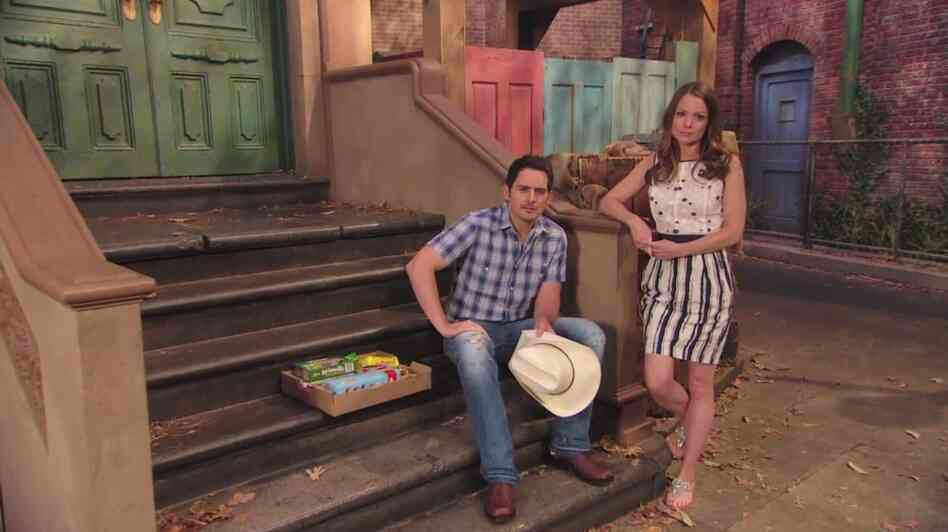 Country singer Brad Paisley and his wife, actress Kimberly Williams-Paisley, in Sesame Street's new special on child hunger.