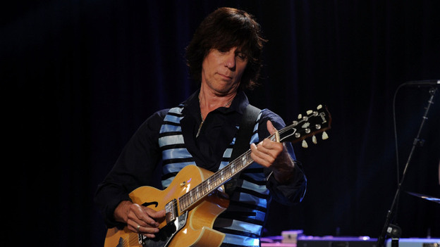Jeff Beck performs at Les Paul's 95th-birthday party at Iridium Jazz Club on June 9, 2010, in New York City. (Getty Images)