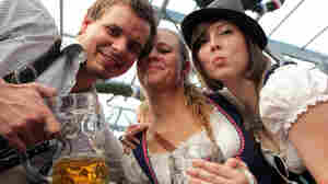 Oktoberfest Tallies 7.5 Million Liters Of Beer; Lost And Found Office Is Busy