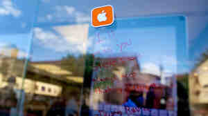 "A note in tribute to Steve Jobs is seen on the window of an Apple Store, Thursday, Oct. 6, 2011, in Las Vegas: ""I'll miss you Steve. I will always keep thinking different."""