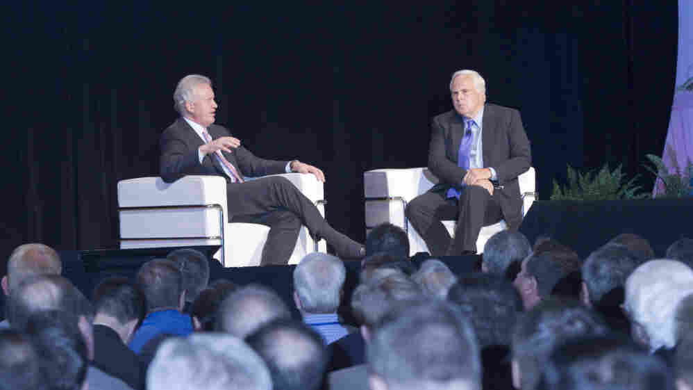 """General Electric CEO Jeff Immelt (left) and FedEx CEO Fred Smith were featured speakers at the """"Leading from the Middle"""" conference, focused on businesses with annual sales of $10 million to $1 billion."""