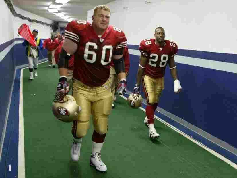 Former San Francisco 49ers offensive lineman Ben Lynch (center).