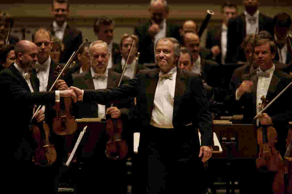 Valery Gergiev acknowledges the audience's cheers.