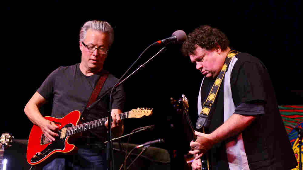 Radney Foster (left) and Bill Lloyd perform together for the first time since 1991.