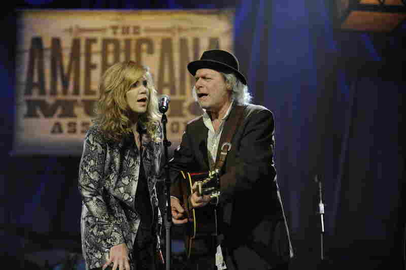 "Alison Krauss and Buddy Miller kicked off the evening with a tribute to the ""O Brother, Where Art Thou?"" soundtrack, which won a Grammy Award 10 years ago and is credited with revitalizing interest in Americana music."