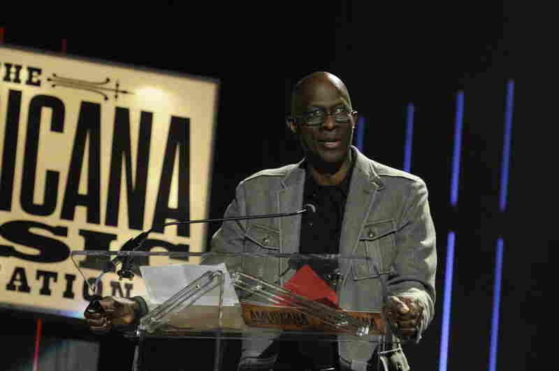 Keb Mo announced the winner of the Artist of the Year award.